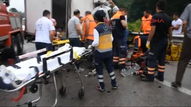 Sinop - Tır'la Kamyon Çarpıştı: 1 Ölü, 2 Yaralı