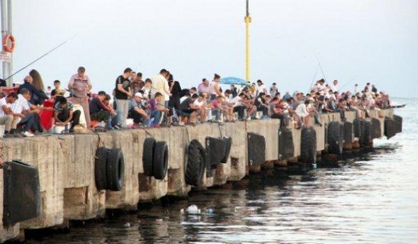 Amatör balıkçılar bayramda da mesai yaptı