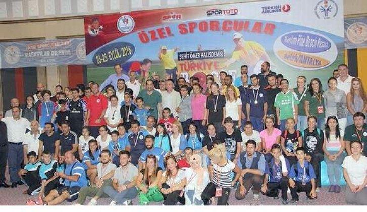 Beyaz menekşeler Türkiye şampiyonu