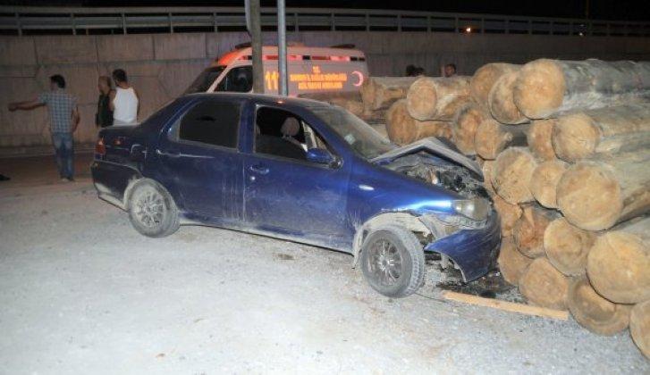 Otomobil tomruk istifine çarptı: 1 yaralı - Vitrin Haber