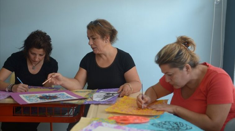 Ev hanımlarına beş farklı dalda eğitim