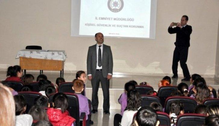 Emniyetten Öğrencilere ''Güvenli Eğitim Semineri'' - Vitrin Haber