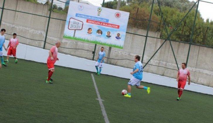 Efsanelerden Sinop cezaevinde futbol şöleni   - Vitrin Haber