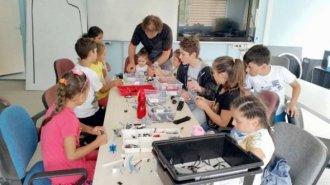 Sinop'ta Temel Robot Yapımı ve Programlaması