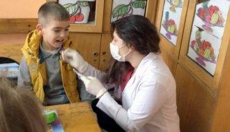 Öğrencilere diş sağlığı uygulaması