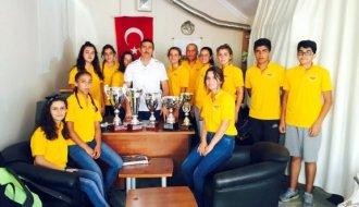 Başarılarını Kulüp Başkanıyla Paylaştılar