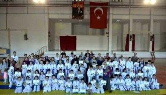 Genç taekwondocular belgelerini aldı - Vitrin Haber
